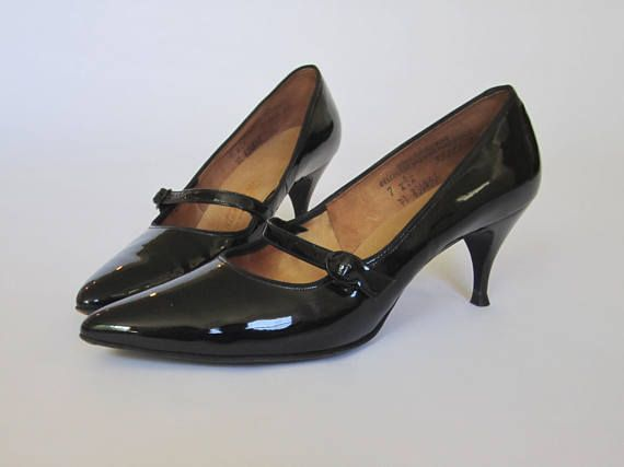 1950s 60s Mary Janes Vintage 50s 60s Shiny Black Patent Etsy Black Patent Leather Shoes Patent Leather Shoes Kitten Heel Shoes