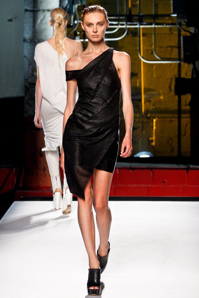 Helmut Lang Spring 2012 Ready-to-Wear Collection Photos - Vogue