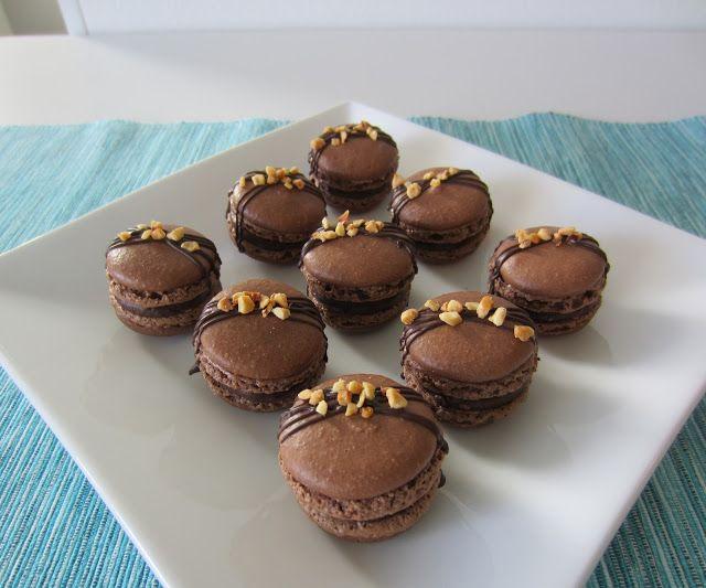Herkkuja leipomassa: Suklaa macaronit Ferrero Rocher tryffeli täytteell...