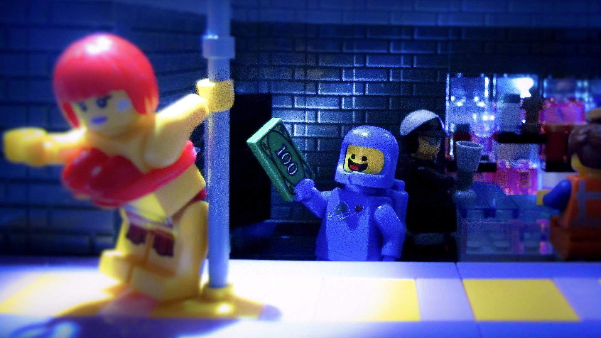⎡OUTSIDE BRICK⎦Custom Captain Fortune Lego Minifigure