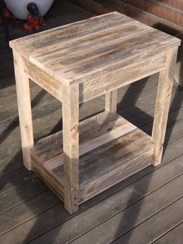 diy pallet side table nightstand creative recycling pinterest holzm bel holz und palletten. Black Bedroom Furniture Sets. Home Design Ideas