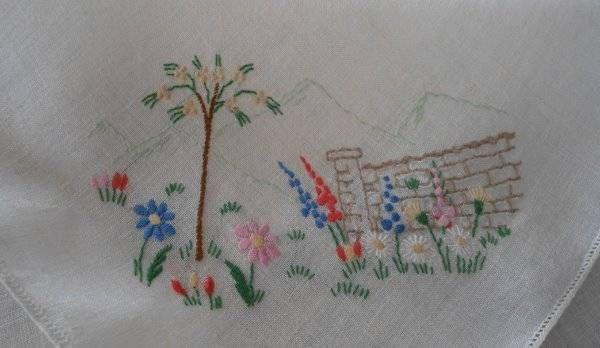 """Vintage Linen Tablecloth Napkins Embroidered Cottage Garden 34"""""""