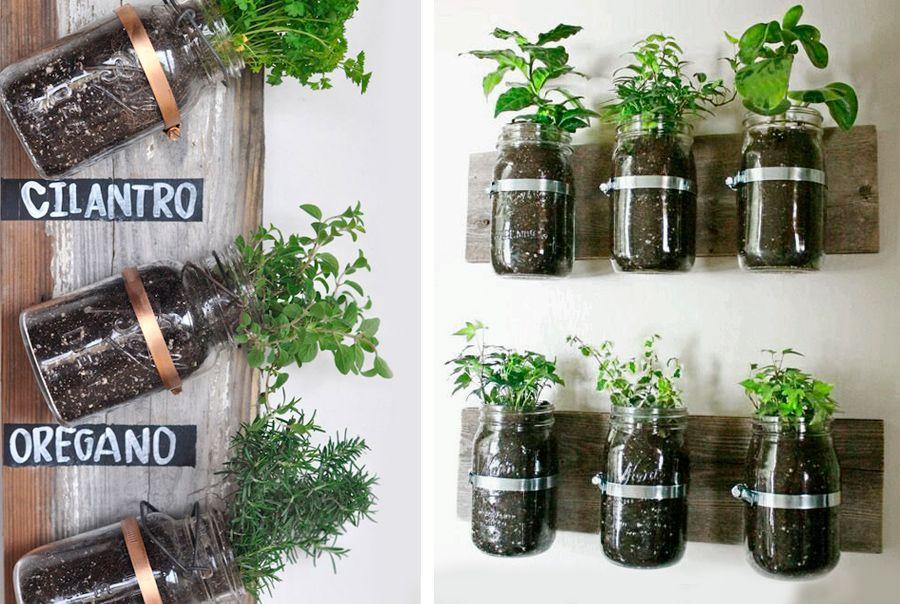 vasi per piante aromatiche creati con barattoli di vetro