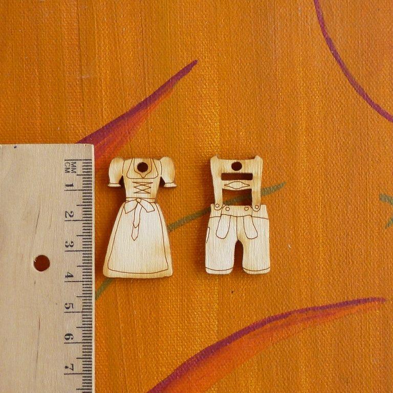 Dirndl Und Lederhose Aus Holz Zum Annahen An Handtaschen Oder Wo