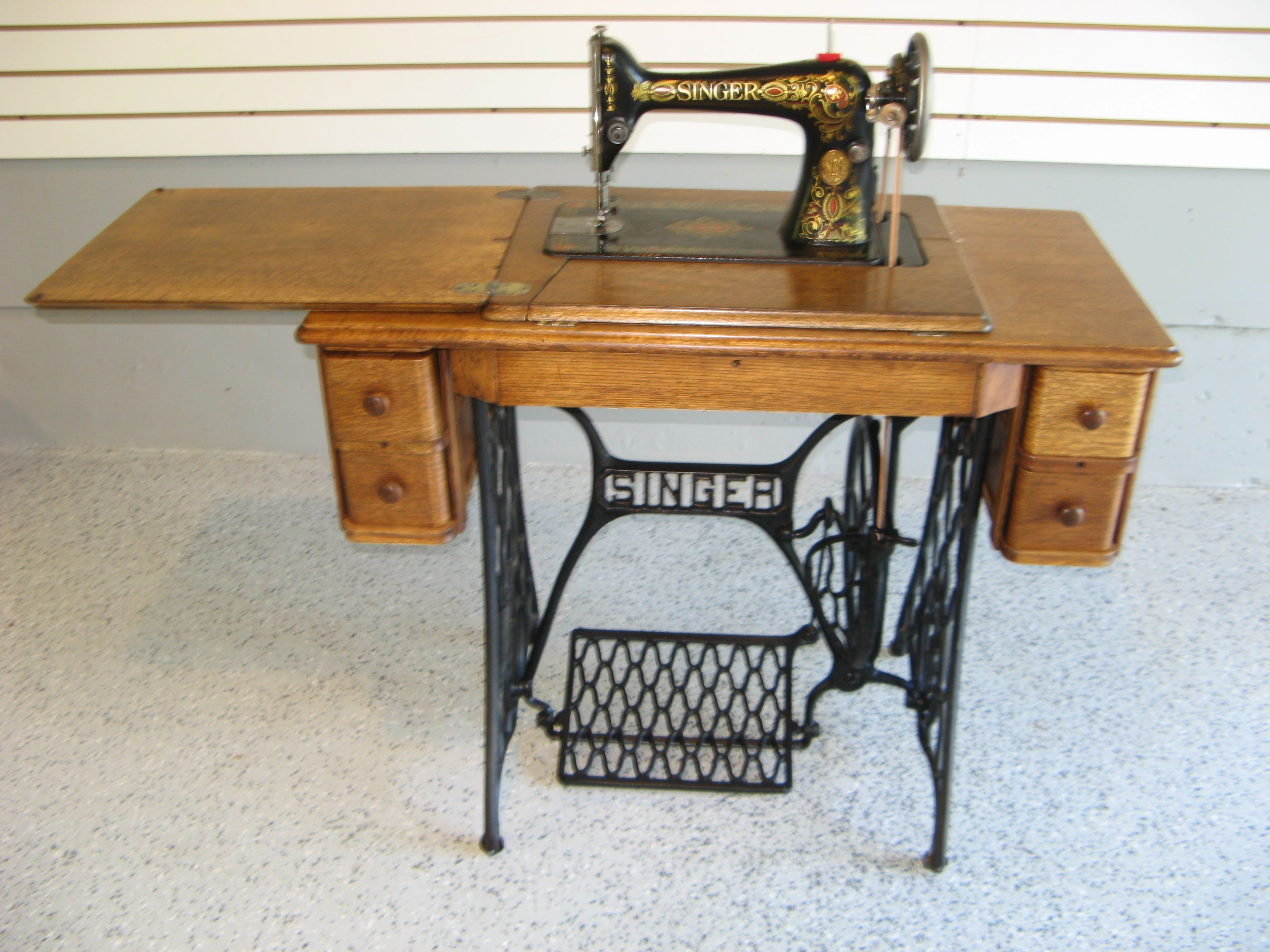Early 1900s Singer Treadle Sewing Machine with 5 Drawer Oak ...