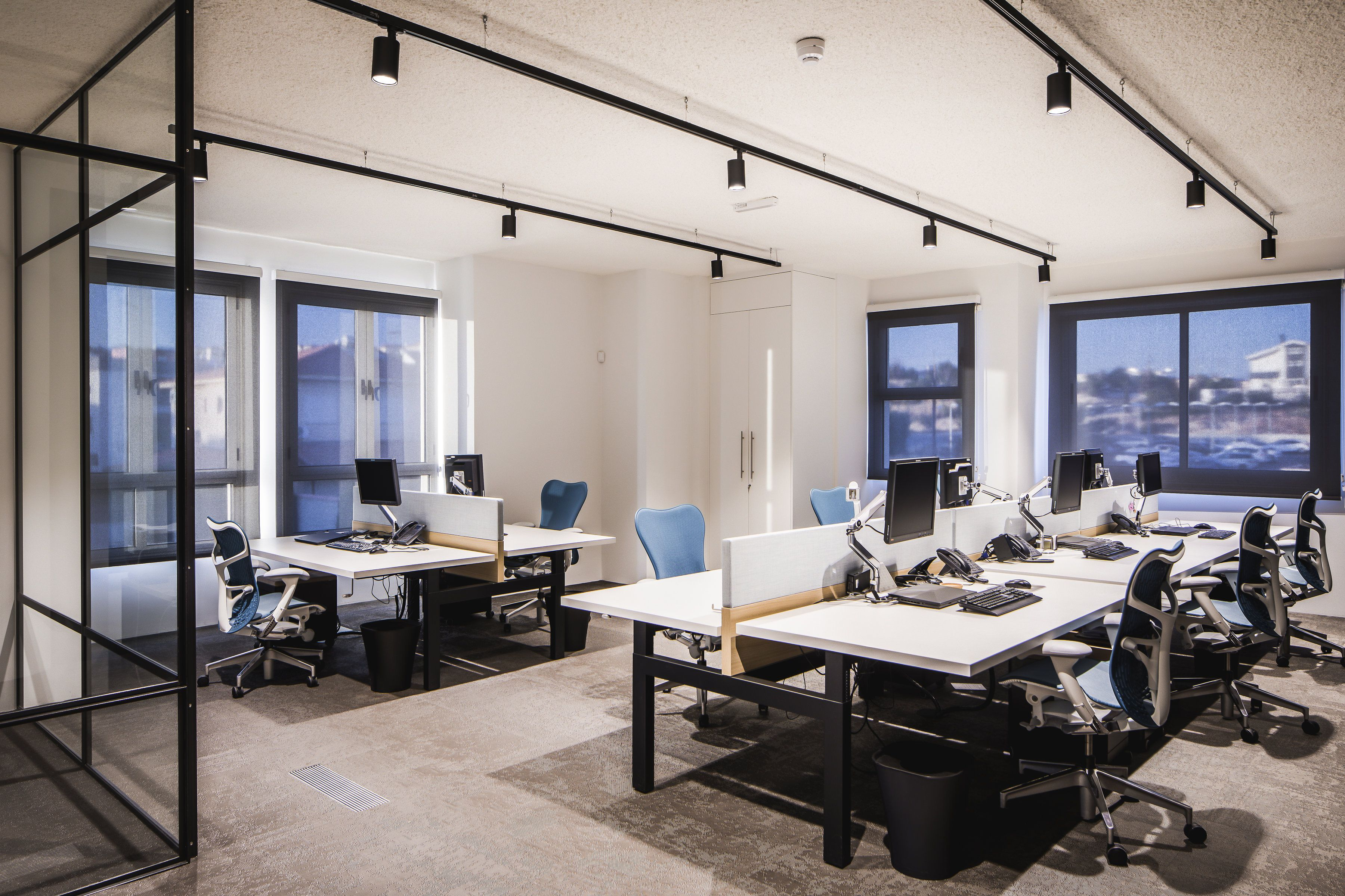 Een industrieel en stoer kantoorinterieur met verwijzingen for Kantoor interieur ideeen