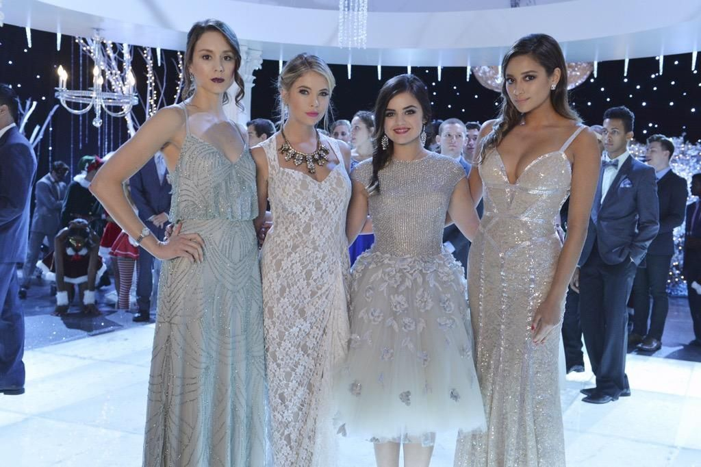 New Pretty Little Liars Christmas pic.