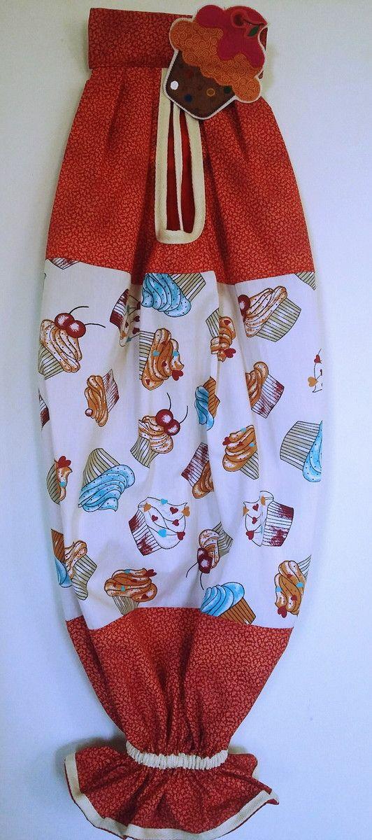 Prático,útil e decorativo!  Lindo puxa saco cupcake!!!  Puxa saco em tecido 100% algodão.  Obs: O cupcake é fixado com velcro,podendo ser retirada para facilitar a lavagem.
