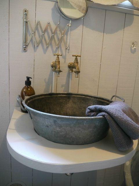 Great Galvanized Vessel Sink Nice Rustic Bathroom Touch Avec