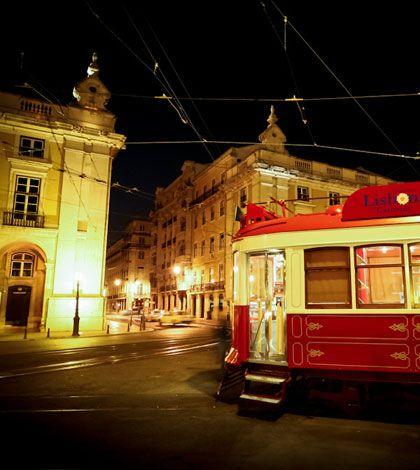 Affascinante Portogallo, tra fado e poesia.  La terra di Amália Rodrigues e Fernando Pessoa in un breve excursus fotografico di Paolo Moressa