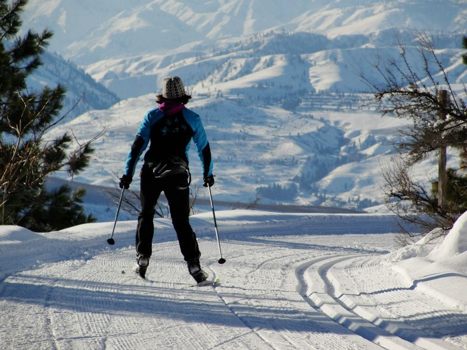 Cross country skiing at beautiful echo ridge is a special