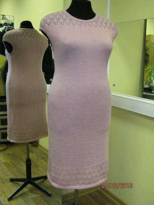На вязальной машинке платье