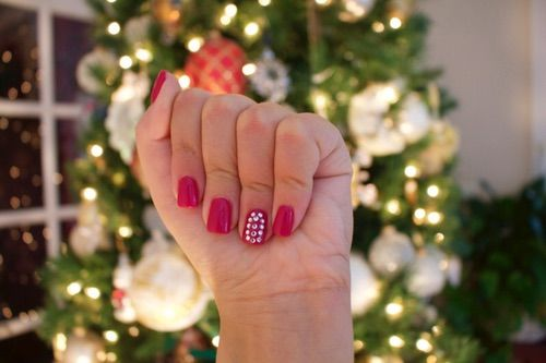 Image via We Heart It https://weheartit.com/entry/149329205 #art #beauty #christmas #design #holiday #merry #nails #ornaments #photography #quality #red #tree #winter #dimond