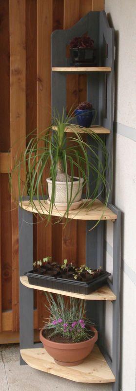 etag re d 39 angle fabriqu e en bois de palette bosch. Black Bedroom Furniture Sets. Home Design Ideas