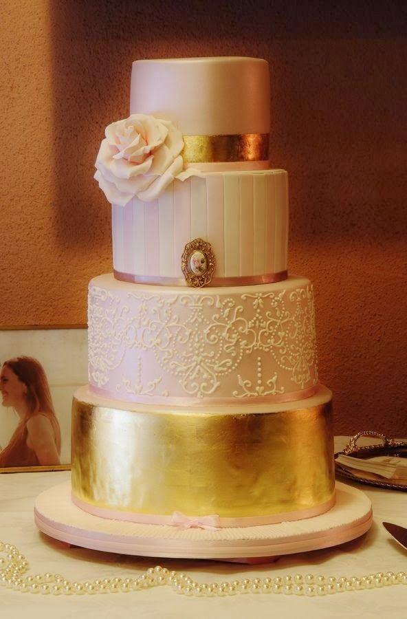 Wedding Inspiration: 6 Gorgeous Wedding Cakes with Flowers