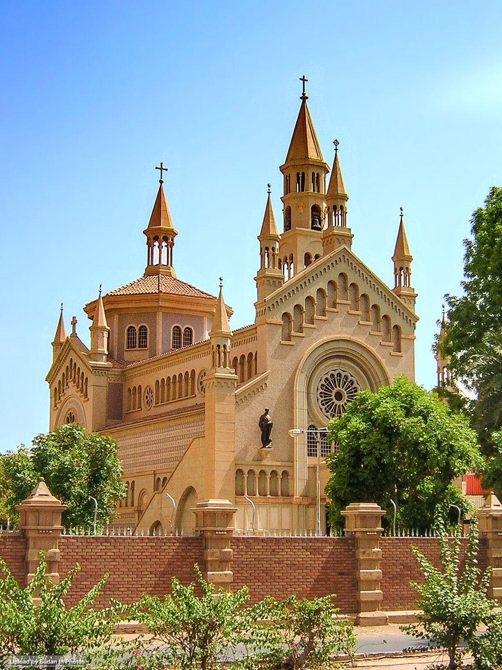 Les 25 meilleures id es de la cat gorie cathedral catholic - Le comptoir des arts saint paul trois chateaux ...