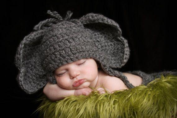 Ce chapeau adorable éléphant est beaucoup de plaisir et aura fière allure sur votre tout-petit. Je peux ajouter une fleur rouge pour tous les fans de