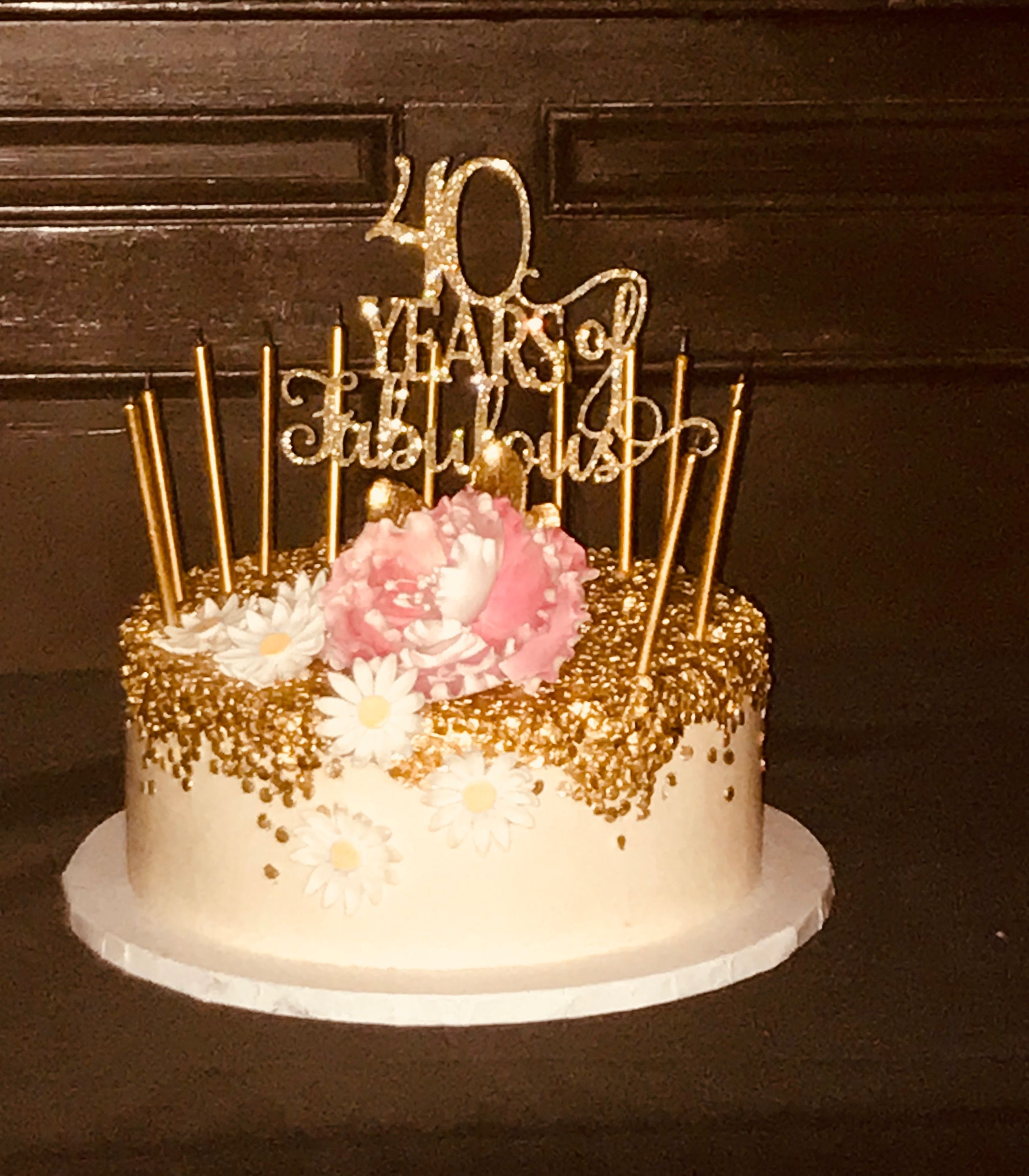 Gold And White 40th Birthday Cake 40th Birthday Cakes 40th