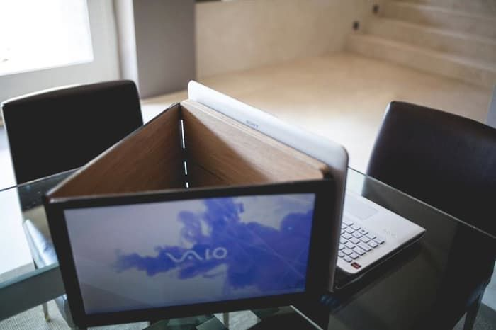 Sliden'Joy gives your laptop two additional portable screens