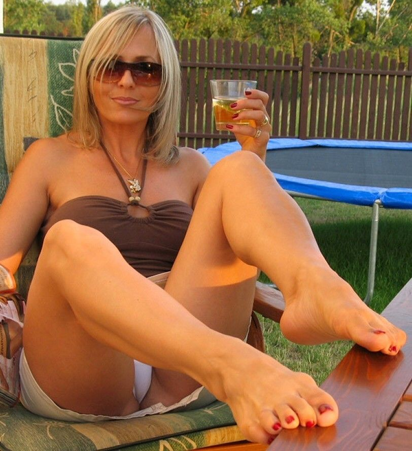 Upskirt short haired milf