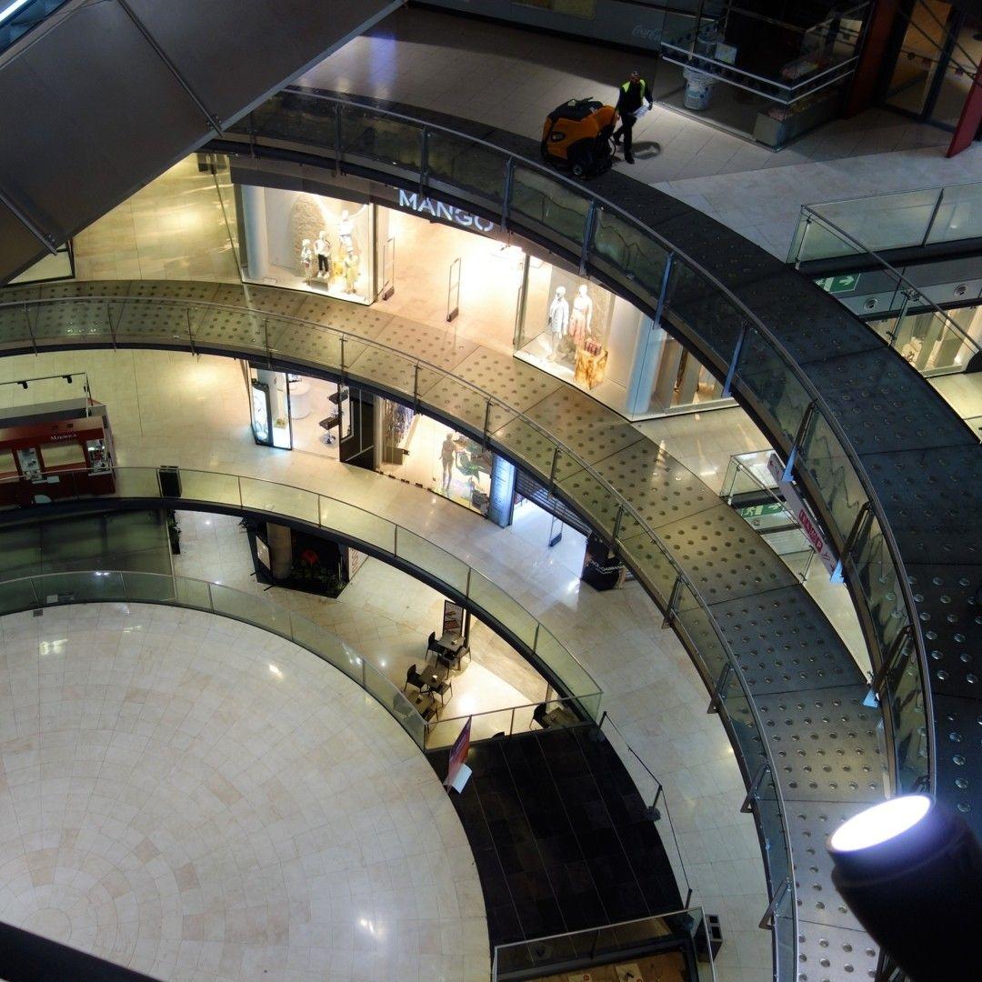 Interior Del Centro Comercial Las Arenas Una Plaza De Toros Rehabilitada Para Albergar Diversas Tiendas Restaurantes Cine Las Arenas Catalonia Insta Travel