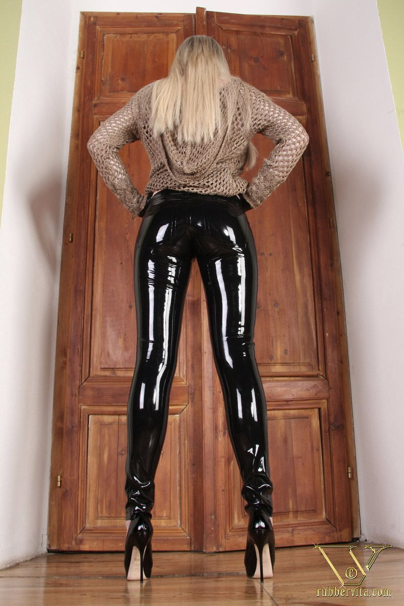 25730bad5e2 Shiny Latex pants....I do like shiny things...!