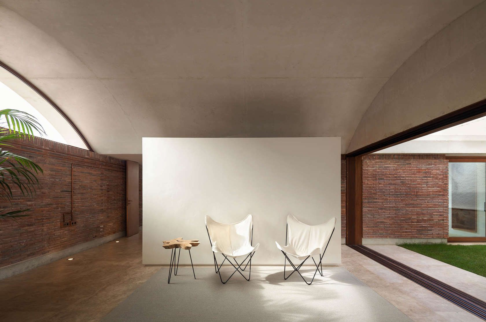 IV House, designed by MESURA is an ambitious work marked