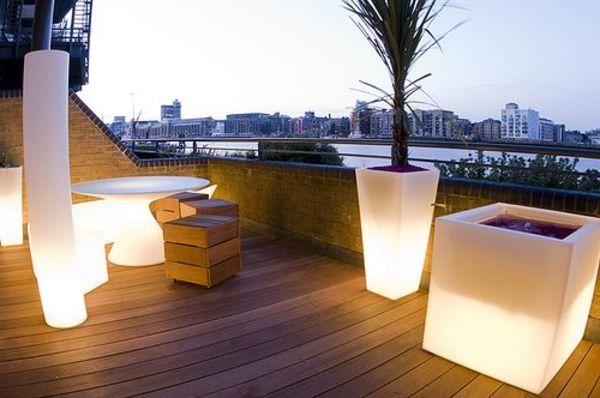 Wohnideen Beleuchtete Blumentöpfe Terrasse Gestalten Holz Elemente