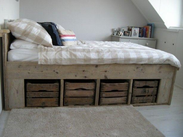Een bed met opbergruimte kun je prima in een kleine slaapkamer ...