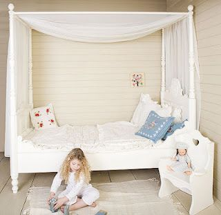 Chaming Girl's bedroom. Love the daybed & the canopy!  http://www.opsetims.com/en/