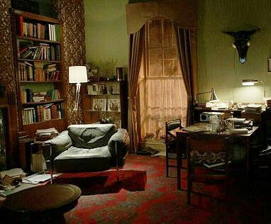 Pin By Jane Cohen On Sherlock In 2019 Apartment Wallpaper