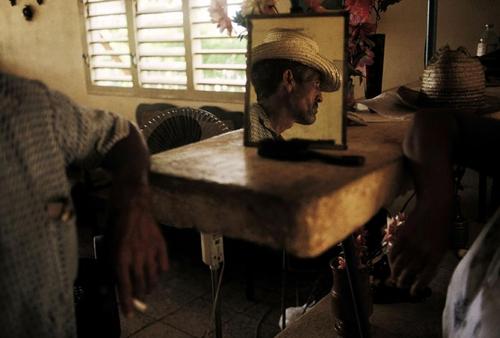 mpdrolet:  Contramaestra, Cuba, 1993 Alex Webb