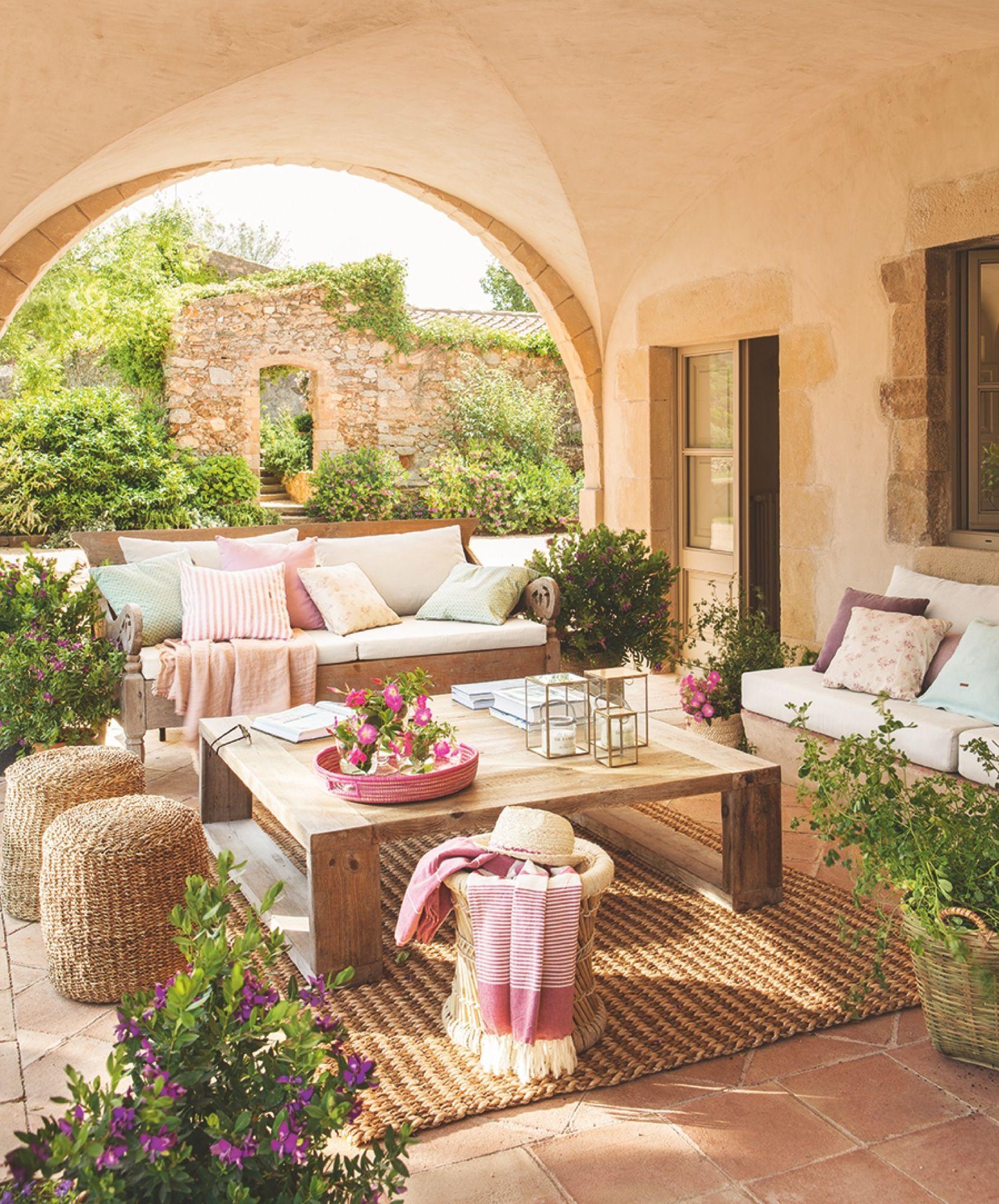 Porche con arco y salón de exterior | Dreems | Pinterest | Arco ...