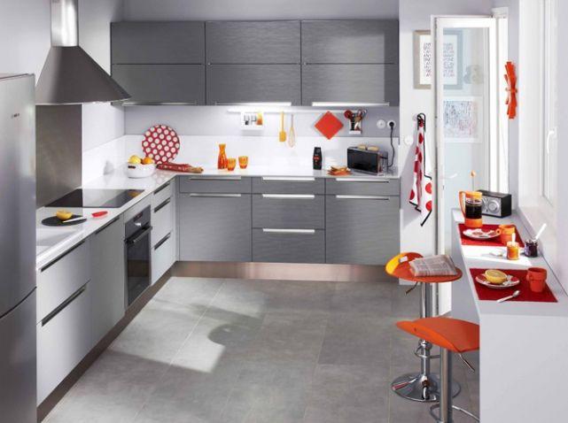Idée de cuisine grise et blanche, touches de couleur + disposition
