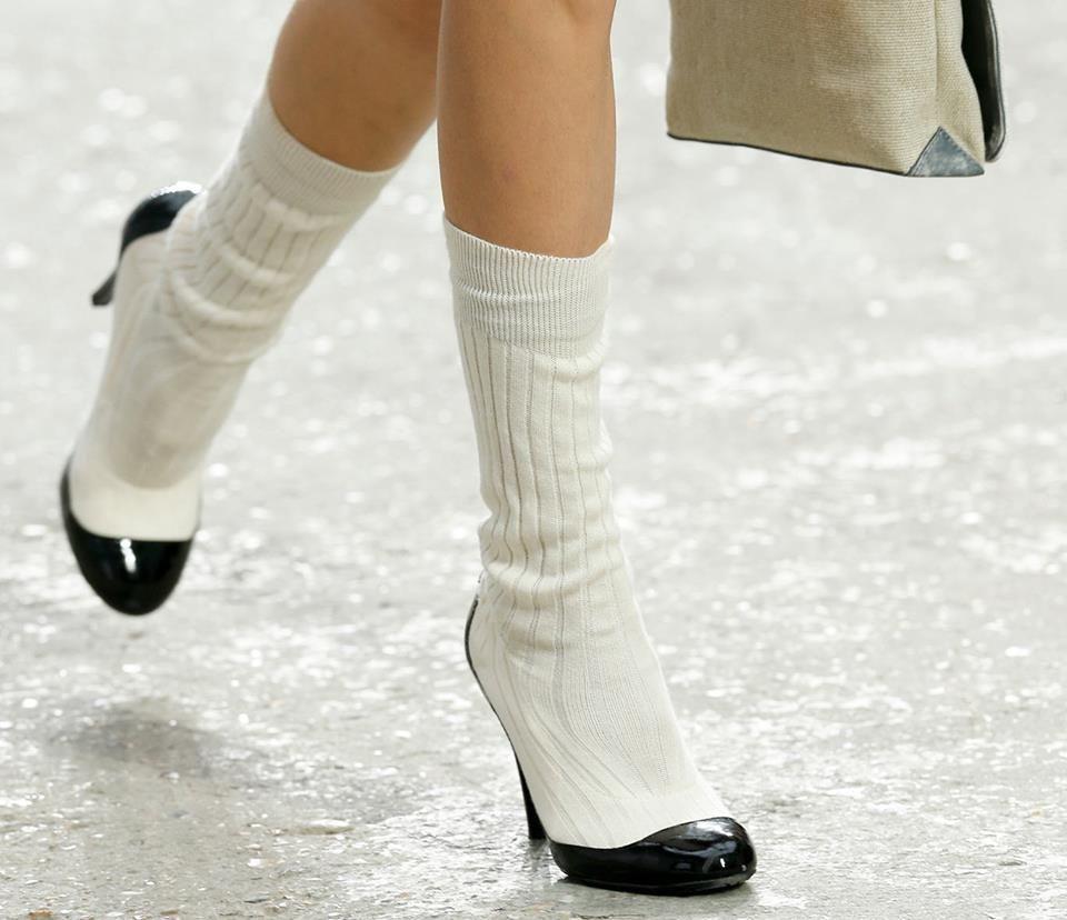 Les chaussettes sont-elles le nouvel accessoire culte de la saison ? On vous dit comment les porter... sans vous crasher --> http://glmr.fr/chausettes-tendance