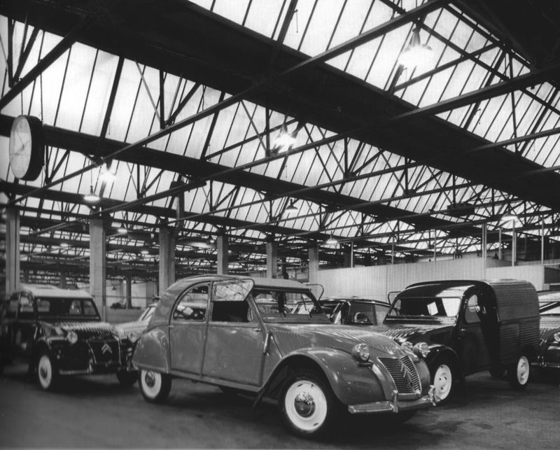 citro n 2cv in slough factory citroen french cars yesterday pinterest cars. Black Bedroom Furniture Sets. Home Design Ideas