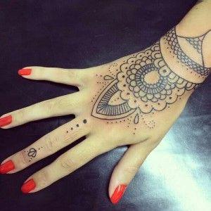 23 Tatuajes Para La Mano Que Te Puedes Hacer Con Henna Tatuajes