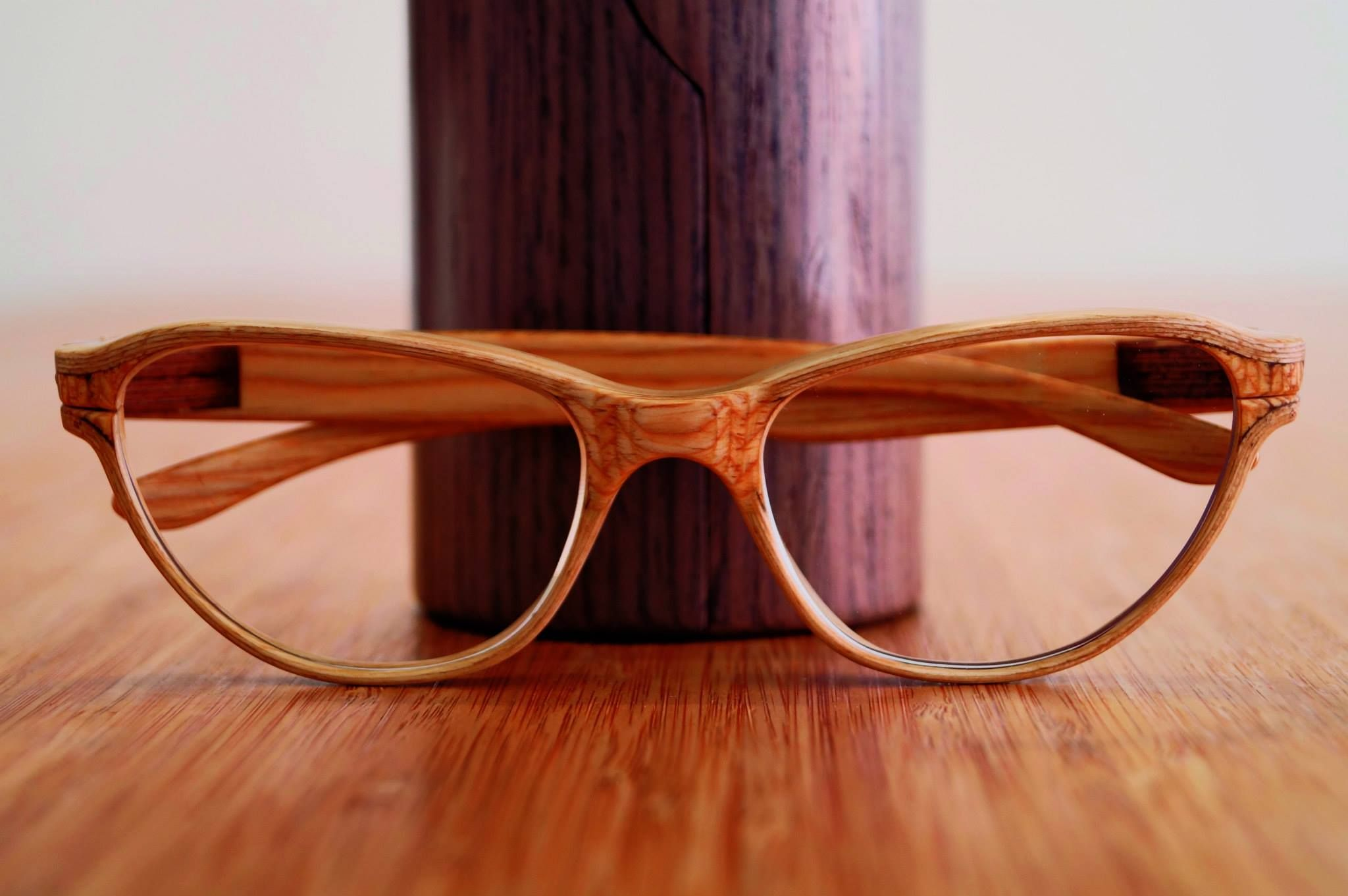 8e903b5784 Pin by Diego Ruiz - Wood Frames on Femme glasses