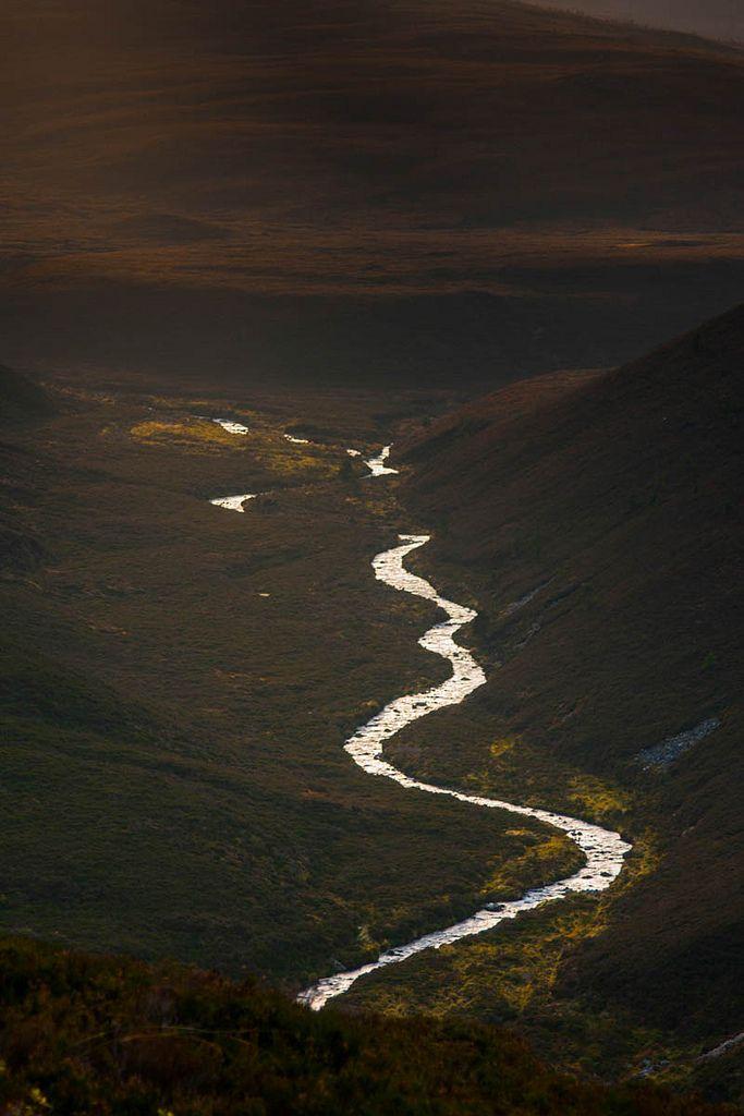 thebestofflickrworld:  Light in the Cairngorm (by cliffandbev)