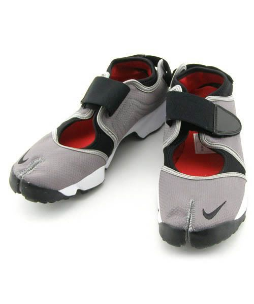 Nike air rift! http://tinyurl.com/k6xpgyg