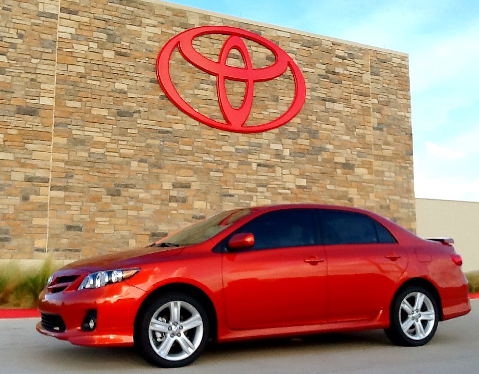 We Got A Very Cool Special Edition Corolla Check It Out The 2013 Toyota Corolla S Special Edition Adds 17 Inch A Toyota Corolla Alloy Wheel Exterior Colors