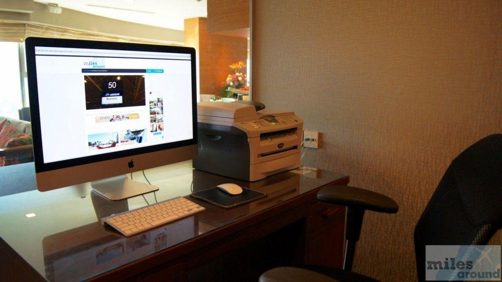 iMac in der Executive Lounge - Check more at https://www.miles-around.de/hotel-reviews/grand-mercure-roxy-singapore/,  #AccorHotels #Bewertung #Essen #Hotel #HotelReview #Kooperation #Lounge #Luxus #Pool #Reisebericht #Singapur #Urlaub