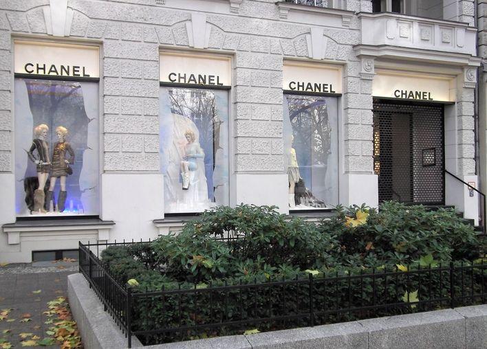 shopping chanel boutique in berlin charlottenburg poi points