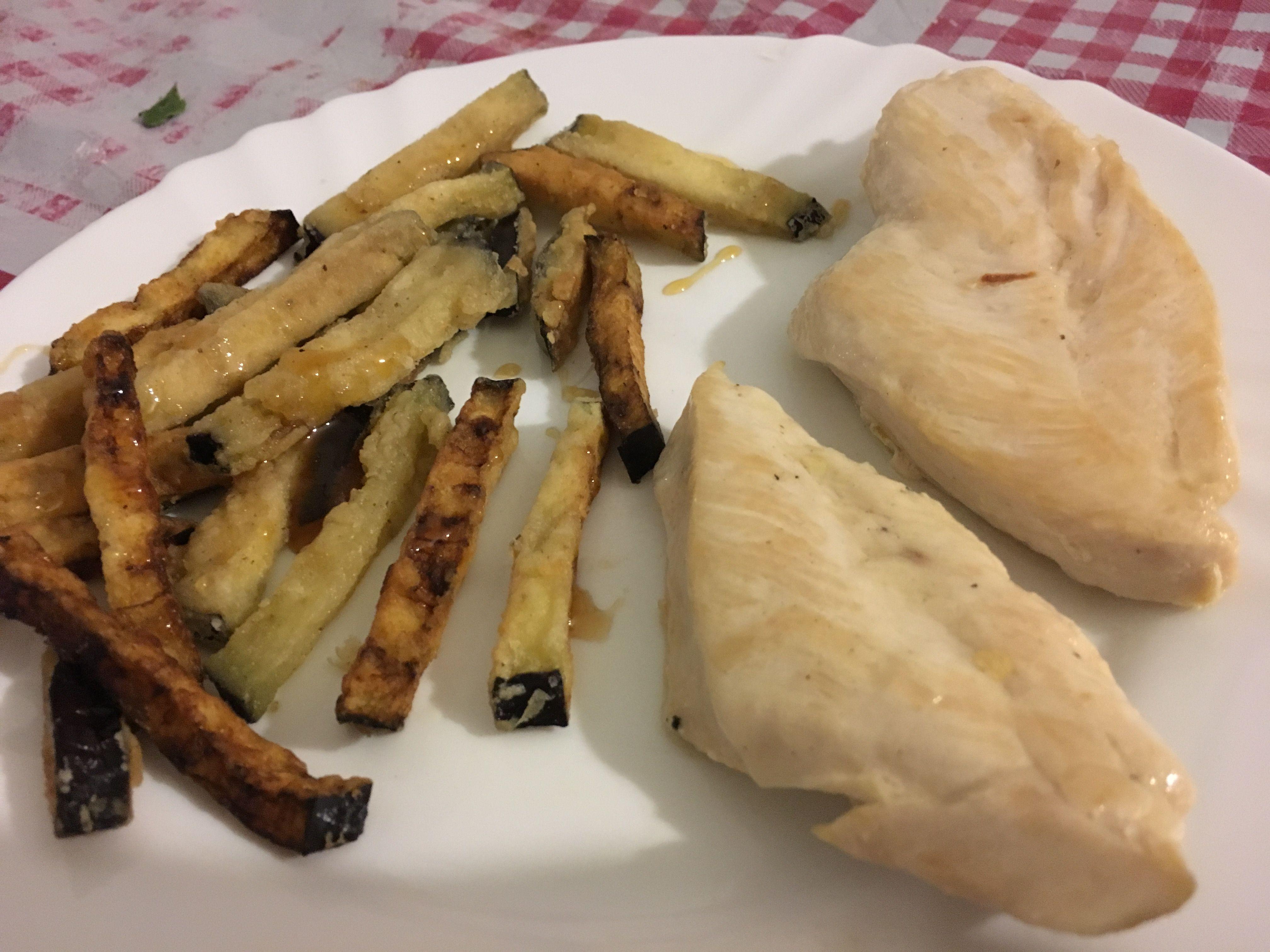 Berenjenas fritas y pollo a la plancha