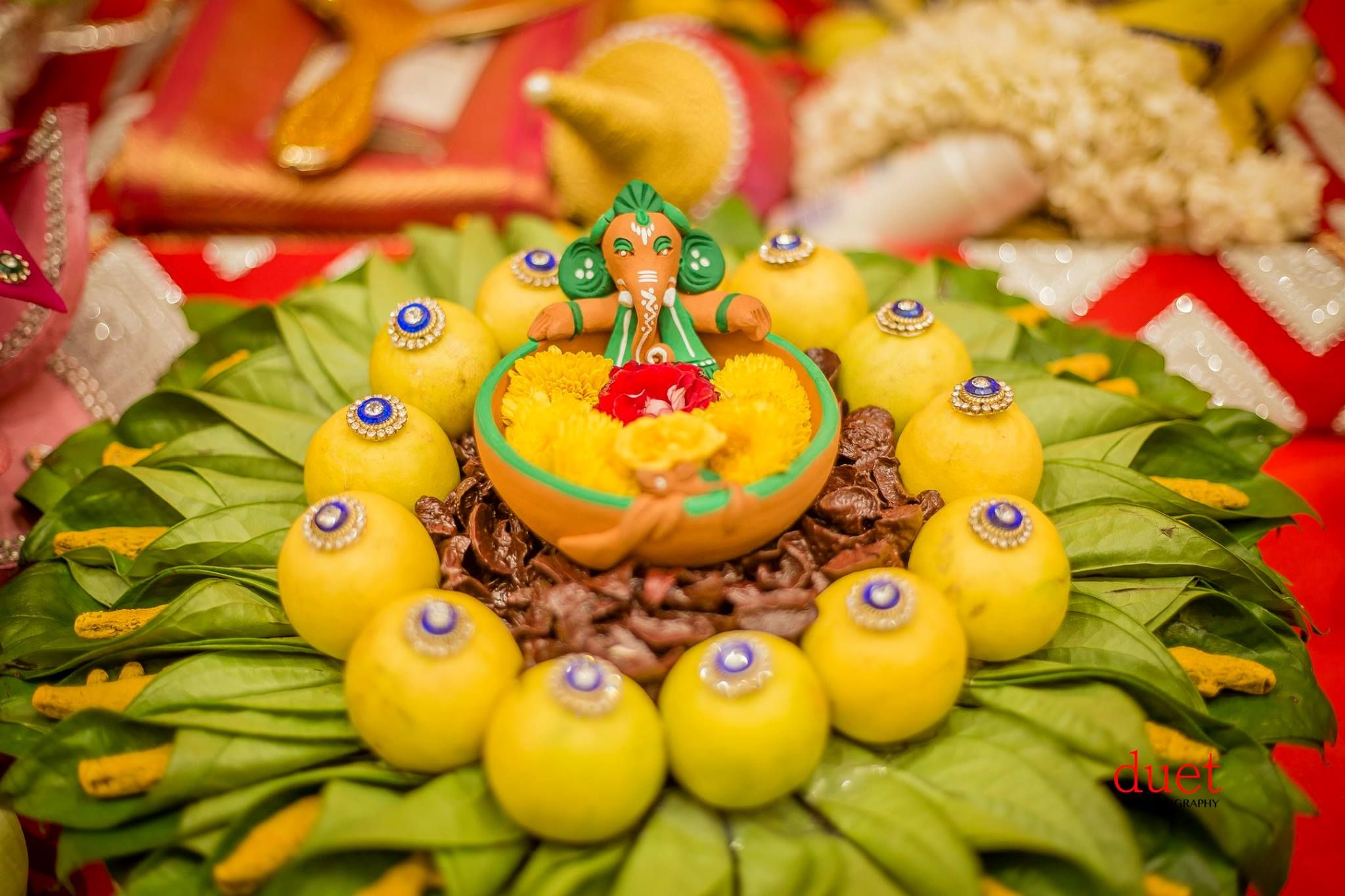 Ganesa In The Middle Of Decorated Oranges Plate Decoration Tray