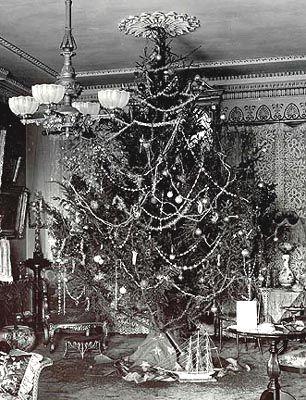 Victorian Christmas tree....huge...love...   love vintage ...