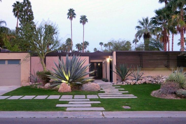 Required Reading The Mid Century Modern Garden By Ethne Clarke Gardenista Modern Landscaping Modern Landscape Design Modern Garden