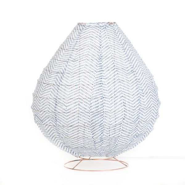 Lampe  poser blanc et bleu en tissu fait main léger transparent