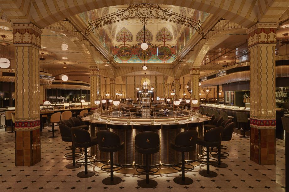 Few things can match the experience provided by its #architecturaldesign and its #luxuryatmosphere. A mandatory stop if you're in London 💖 #harrods #davidcollinsstudio #luxuryhouse #furnituredesign #luxurydesign #decoration #interiordecor #interiorarchitecture #interiordecoration #londoninteriors #londoninteriordesigner #londonhome #light #lighting #lightingdesign #pendantlamp #suspensionlamp #pendantlamps #chair #chairs #chairdesign #loungechair #barchair #barchairs