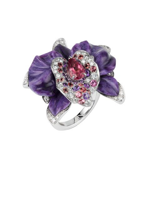 Cartier Caresse d'Orchidées ring. White gold, diamonds, tourmaline and charoïtes. (Charoites were named in 1978 by a Russian mineralogist and are a delicious purple.)
